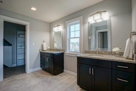Oak Manor Bathroom